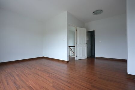 Photo pour interior design empty room with white wall and wooden laminate floor in new residential house - image libre de droit
