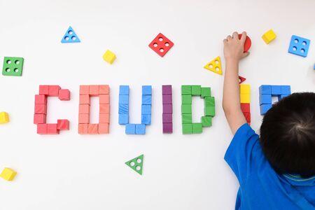 Foto de kid learning study topic COVID-19 coronavirus from wooden block toy - Imagen libre de derechos