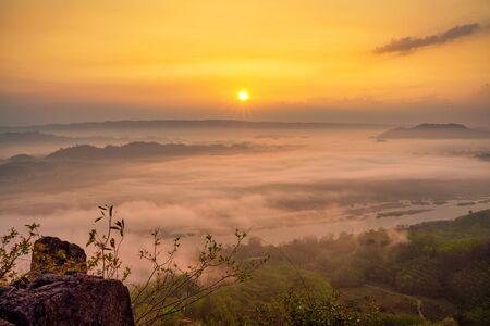 Photo pour Sunrise and foggy cloud landscape - image libre de droit