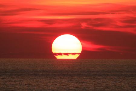 Photo pour Big Sun on sunset - image libre de droit