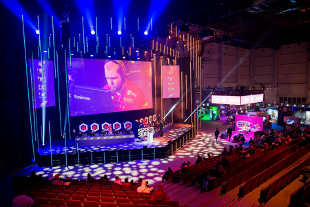 Photo pour HELSINKI, FINLAND - NOVEMBER 15, 2019: Fight professional cybersportsmen of the BYOC tournament for Counter-Strike: Global Offensive at Assembly GameXpo 2019. Exhibition and Convention Centre - image libre de droit