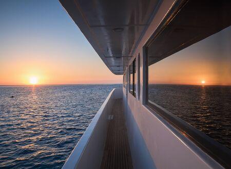 Photo pour Corridor of luxury yacht - image libre de droit