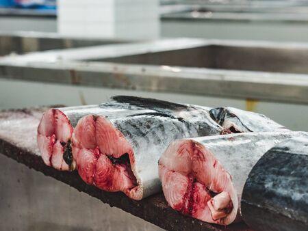 Photo pour Fresh fish at the fish market. Close-up - image libre de droit