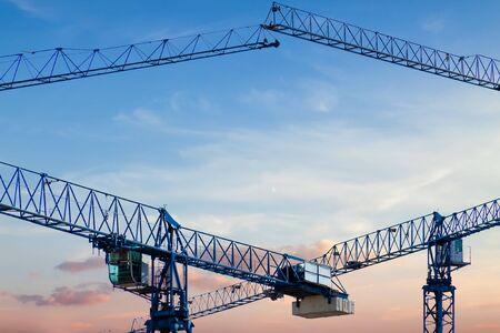 Photo pour Construction crane frame against the blue sky sunny sunset - image libre de droit