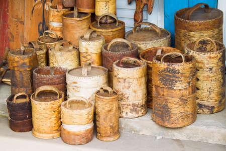 Foto de Ancient ancient birch baskets. Products from birch bark - Imagen libre de derechos