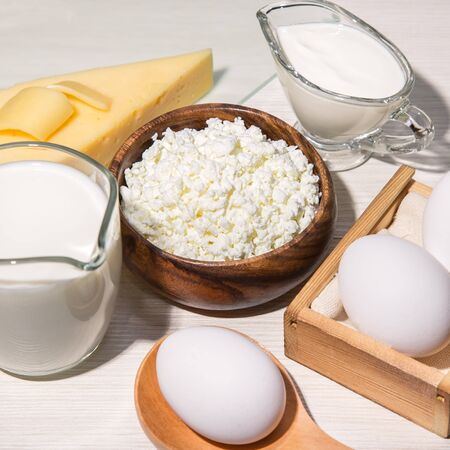 Photo pour Food is a source of calcium, magnesium, protein, fats, carbohydrates, balanced diet. Dairy products on the table: cottage cheese, sour cream, milk, cheese, chicken egg, contain casein, albumin, globulin, free lactose - image libre de droit