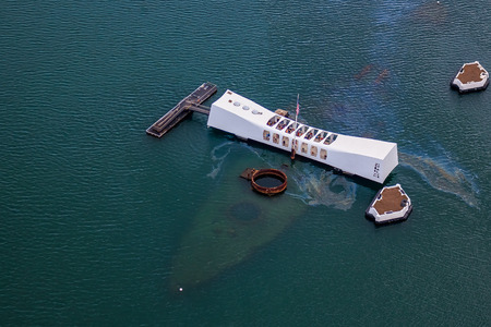 Photo pour Aerial view of USS Arizona Memorial, World War II Valor In The Pacific National Monument in Pearl Harbor Honolulu Hawaii - image libre de droit