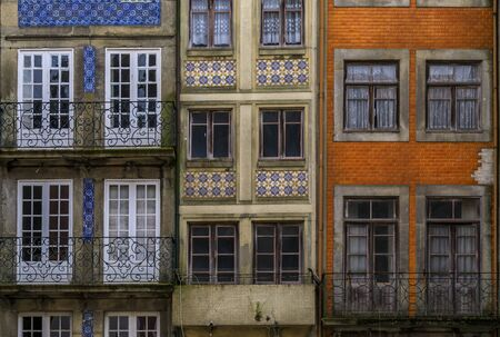 Photo pour Facades of traditional houses decorated with ornate Portuguese azulejo tiles in the streets of Porto, Portugal - image libre de droit