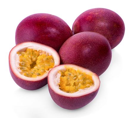 Photo pour whole and half of passion fruit isolated on white background - image libre de droit