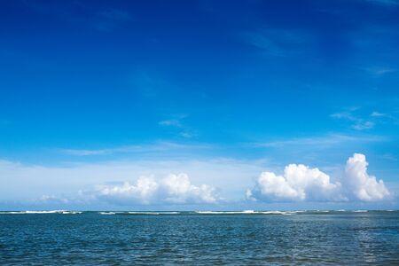Foto de Caribbean sea and clouds sky. Travel background. - Imagen libre de derechos