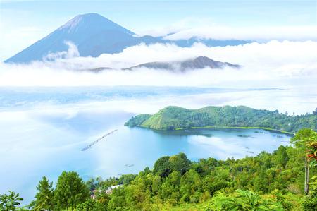 Foto de danau toba lake scenery and unactive volcano - Imagen libre de derechos