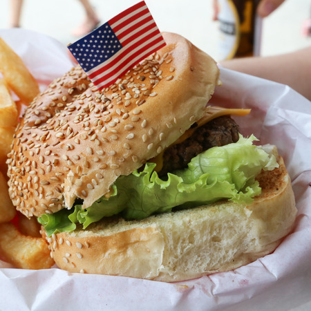 Photo pour Delicious hamburger stacked high with juicy beef patty was, fresh lettuce, - image libre de droit