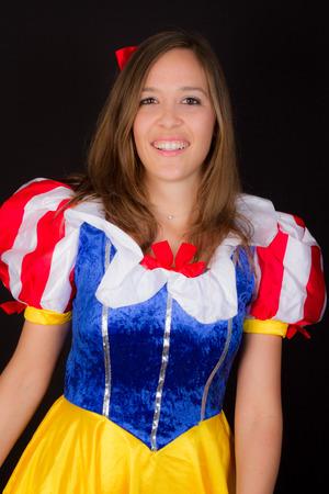 Photo pour A woman in Snow White princess - image libre de droit