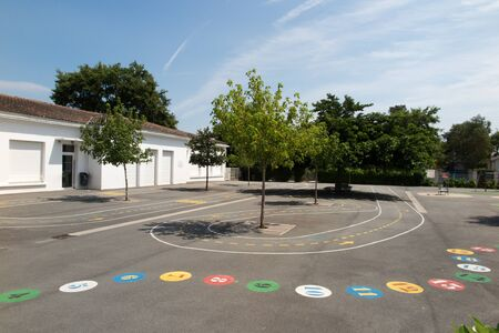 Photo pour Preschool building exterior with playground on a sunny day - image libre de droit