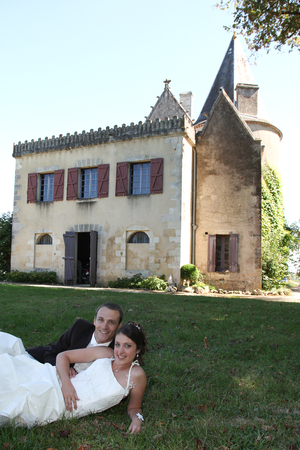 Photo pour young married couple in wedding clothes lying on grass - image libre de droit