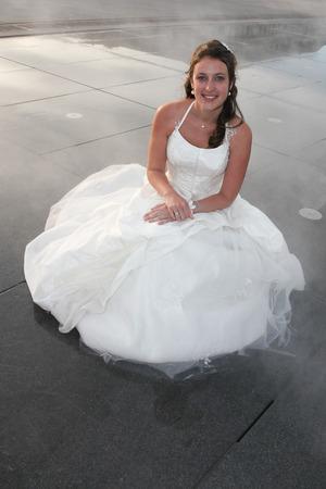 Photo pour pretty cute woman bride in wedding dress - image libre de droit