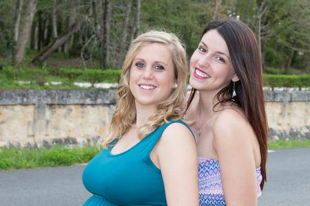 Photo pour Women friendship concept girls couple having fun outdoors - image libre de droit