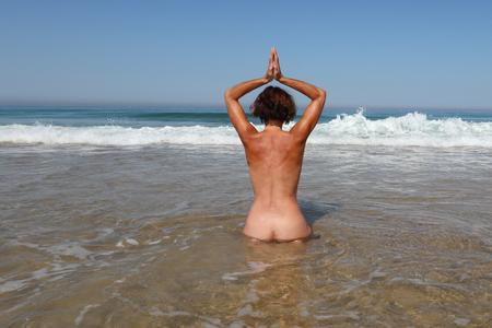 Photo pour nudist naked woman make yoga bath in sea - image libre de droit