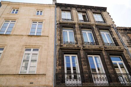 Photo pour before after renovation building cleaning washing wall house pressure water facade exterior - image libre de droit