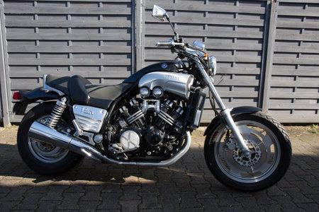 Photo pour Bordeaux , Aquitaine / France - 11 25 2019 : Yamaha V-Max 1200 power motorbike custom profile view of vintage old motorcycle - image libre de droit
