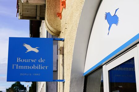 Bordeaux , Aquitaine / France - 02 01 2020 : bourse de l'immobilier brand sign logo office real estate french store broker company shop
