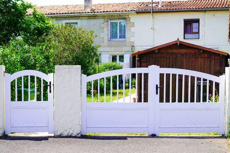 Photo pour home double white metal aluminum house gate door with two entrance - image libre de droit