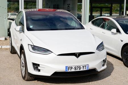 Photo pour Bordeaux, Aquitaine / France - 08 10 2020: Tesla car model X on dealership ev automobile charger vehicle electric - image libre de droit