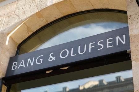 Foto de Bordeaux, Aquitaine / France - 08 25 2020: Bang & Olufsen logo and text sign on modern shop entrance of Danish electronics company store - Imagen libre de derechos
