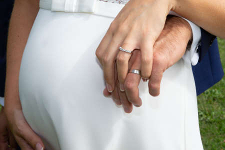 Photo pour hands and fingers of Bridal couple with wedding bride and groom rings - image libre de droit