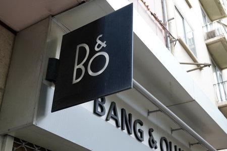Foto de Toulouse, Occitanie France - 06 16 2021: b & o Bang & Olufsen text brand and logo sign front of entrance shop Danish store electronics company - Imagen libre de derechos