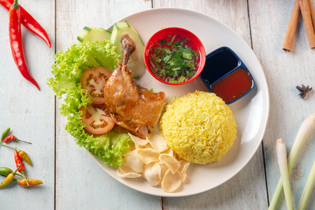 Photo pour Chicken rice with drumstick, popular traditional Malaysian local food. Flat lay top down overhead view. - image libre de droit