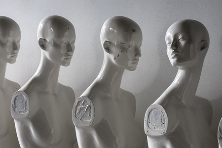 Photo pour White Woman Torso Figurines Standing in The Line All Looking to Same Direction except of One - image libre de droit
