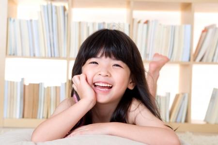 Photo pour Portrait of lovely asian girl - image libre de droit