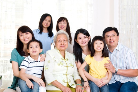 Photo pour Beautiful asian 3 generations family - image libre de droit