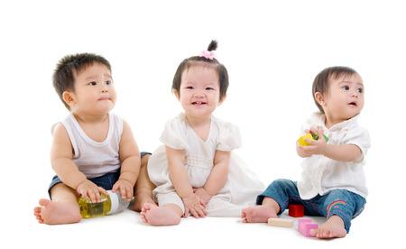 Foto de Lovely asian babies playing toys - Imagen libre de derechos