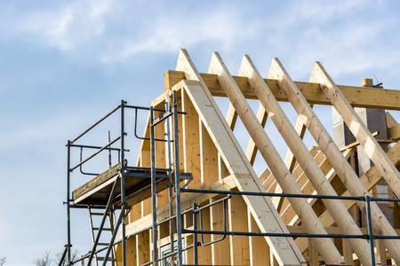 Photo pour Wooden frame of a roof - roof truss or framework - image libre de droit