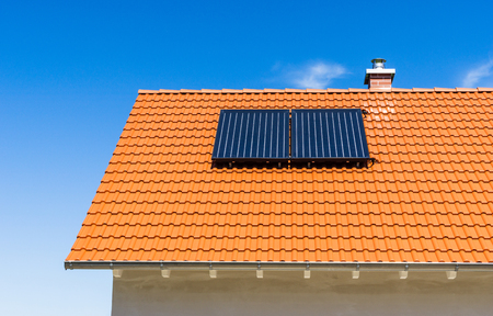 Photo pour Red tiled roof with solar thermal power plant - image libre de droit