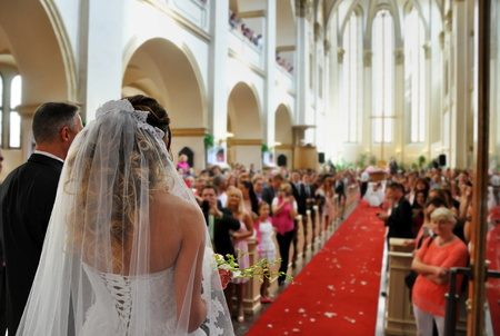 Foto de beautiful wedding in big church - Imagen libre de derechos
