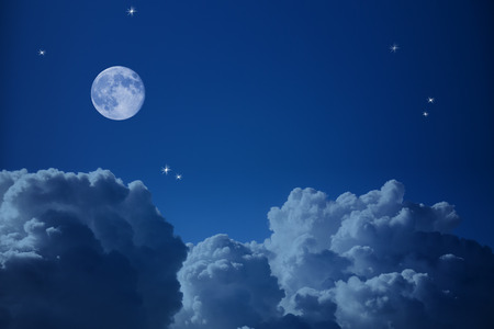 Photo pour Fantastic view of  Night Sky - Clouds, Stars and the Moon, background with copy space - image libre de droit