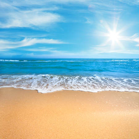 Photo pour Paradise Sea or Ocean Sunny Beach with gentle  surf of wave and clean yellow sand - Summer concept background - image libre de droit