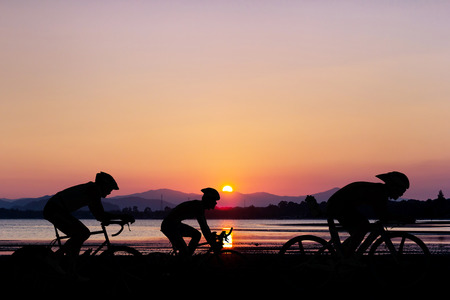 Photo pour Cycling at black mountain and beach on twilight in Thailand Triathlon - image libre de droit