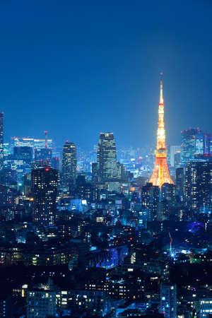 Photo pour Night view of Tokyo full of light - image libre de droit