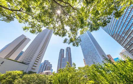 Photo pour Nishi-Shinjuku high-rise buildings with beautiful fresh green - image libre de droit