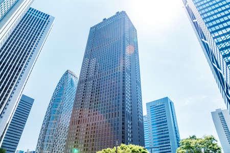 Photo pour Shinjuku high-rise buildings in fine weather - image libre de droit