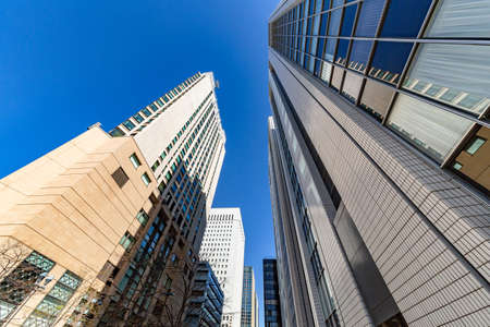 Foto de Blue Sky and Buildings - Imagen libre de derechos