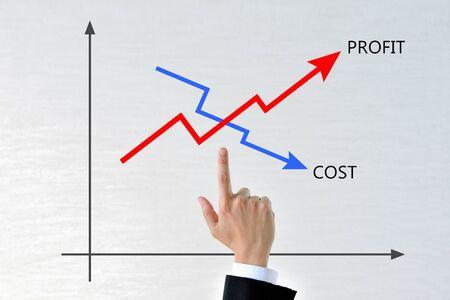 Foto de Businessman's hands with a graph of costs and profits - Imagen libre de derechos