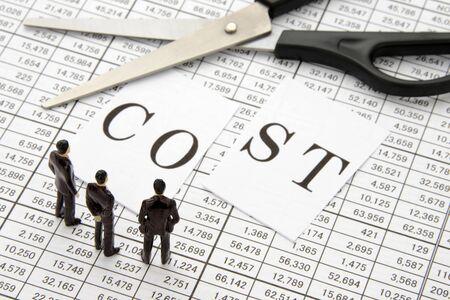 Foto de Business team to think about cost reduction - Imagen libre de derechos