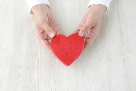 Photo pour Heart Gift - image libre de droit