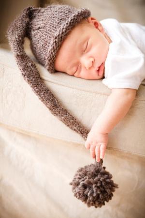 Foto de Newborn baby boy resting on a couch - Imagen libre de derechos