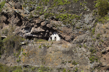 Inland Gran Canaria, February, abandoned cave houses in valley Barranco del Pinillo